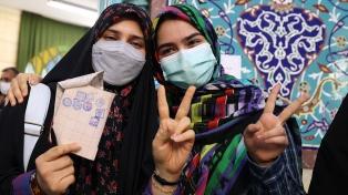 Con menguada participación, los iraníes votan para elegir presidente