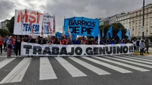 """Organizaciones de izquierda marchan hacia el Obelisco: reclaman un """"aguinaldo social"""""""