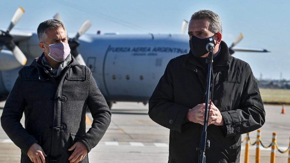 """El ministro Rossi: """"De alguna manera es el aporte que hacemos desde el Ministerio de Defensa para este 20 de junio"""". Foto: Sebastián Granata."""