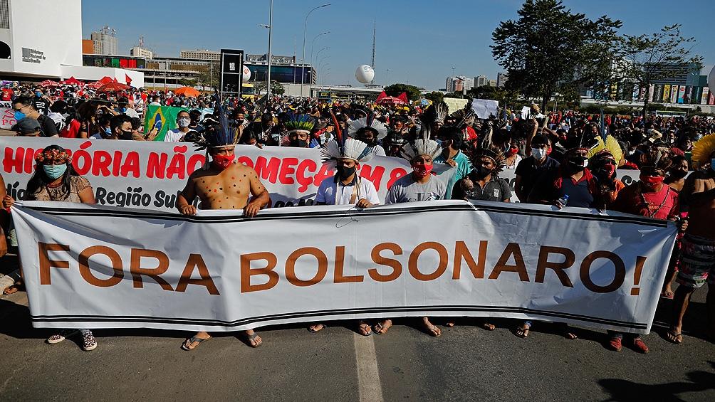 Manifestaciones para pedir la destitución del presidente ocurren en centenas de ciudades de Brasil y del exterior.