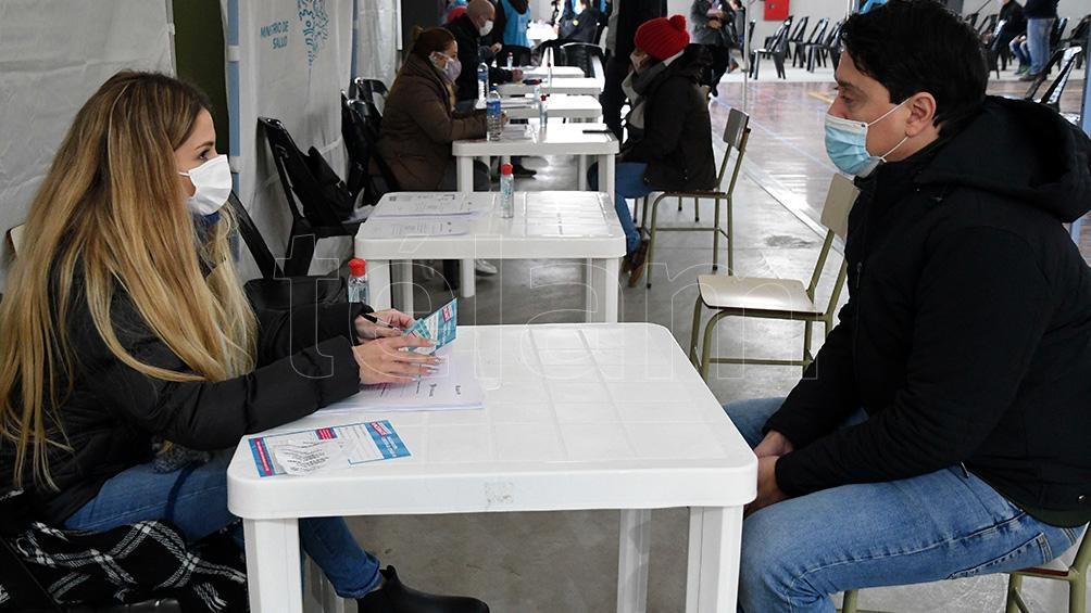Paloma Fernández es voluntaria en la posta del polideportivo Nº2 de San Fernando.