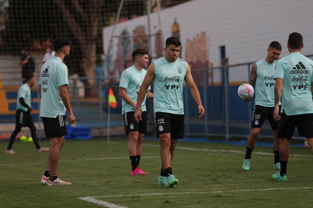 El seleccionado argentino de fútbol volvió al predio de la AFA en Ezeiza y se entrenó ligeramente.