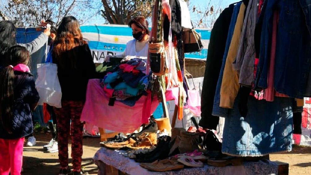 """La campaña solidaria Vamos Argentina """"A Ganarle Al Frío"""" recibe en el Obelisco porteño, desde las 10 horas y hasta las 15, prendas de abrigo"""