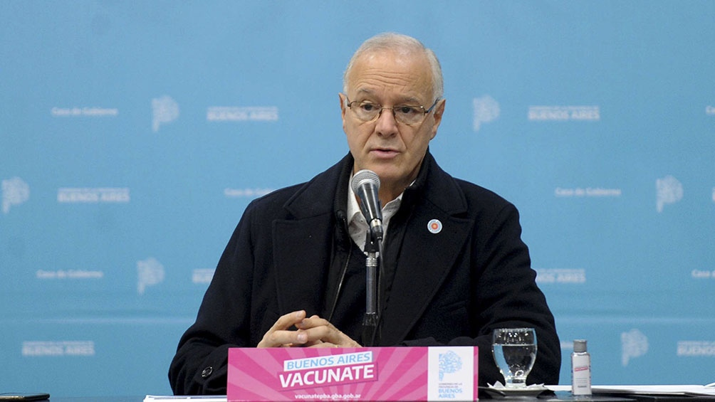 """El ministro Daniel Gollan  insistió en """"seguir con medidas"""" mientras avanza vacunación."""
