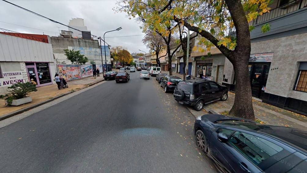 El predio elegido está ubicado a mitad de la cuadra de la avenida Álvarez Jonte al 3200, tiene su ingreso tapiado con carteles.