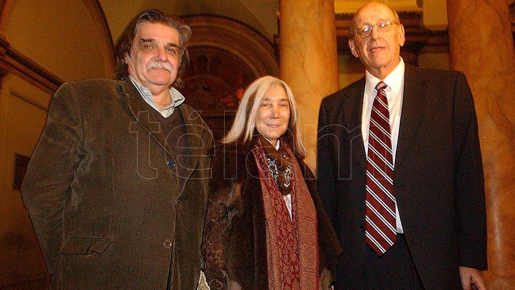 Junto a María Kodama y José Saramago.