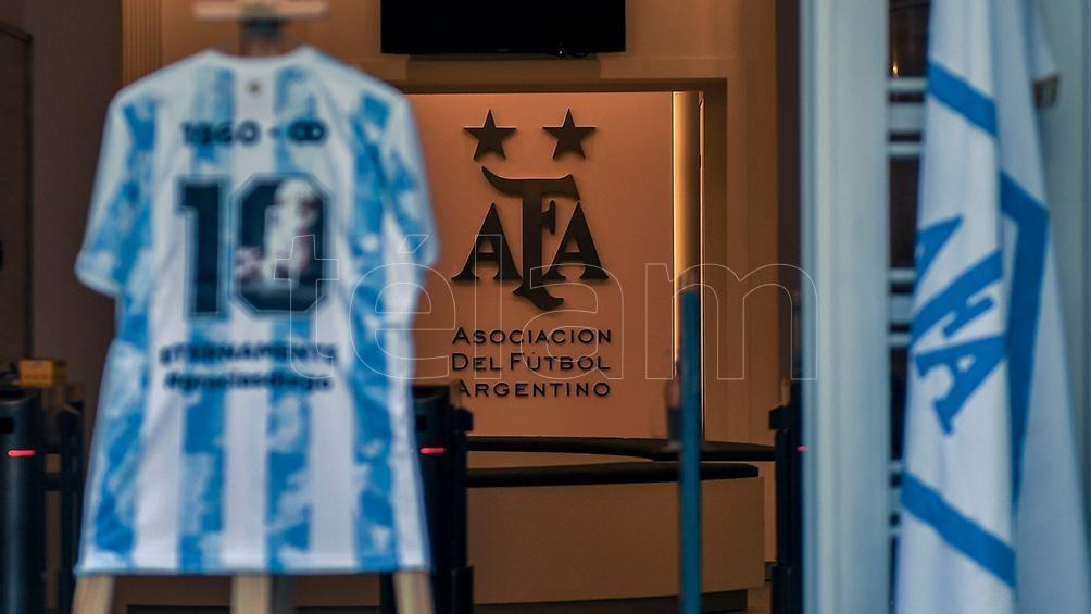 El recuerdo en la sede de la AFA.