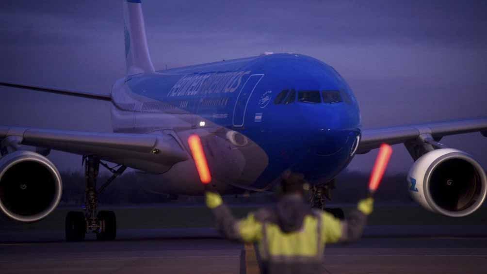 El avión aterrizó a las 18.15 en el aeropuerto internacional de Ezeiza