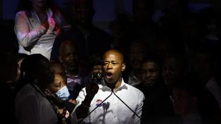 Un exjefe de policía toma la delantera en las primarias demócratas de Nueva York