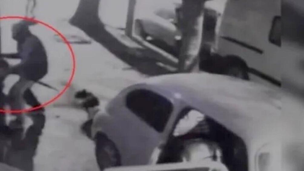 Mató a un ladrón de 15 años que amenazó a sus hijos y quiso robar en una casa
