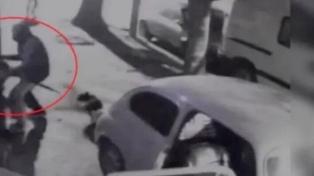 Mató a un ladrón de 15 años que amenazó a sus hijos e irrumpió a patadas en una casa