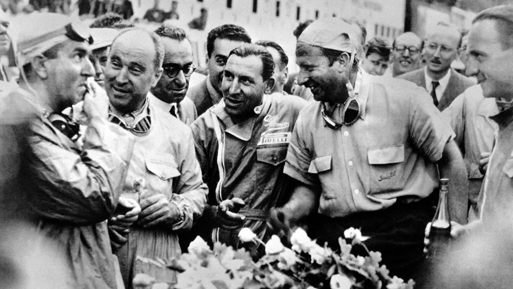 Se impuso en forma consecutiva en los Grandes Premios de Argentina de las temporadas 1954, 1955, 1956 y 1957.