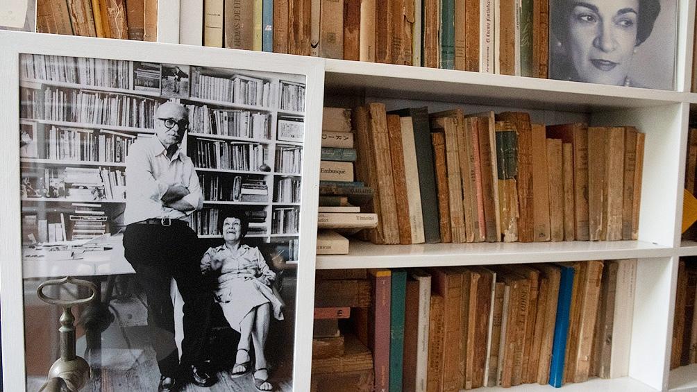 La biblioteca de Ernesto, una invitación a recorrer sus lecturas.