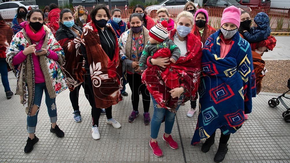 """El miércoles UTE acompañó el """"frazadazo"""" en las puertas del Ministerio de Educación de la CABA."""