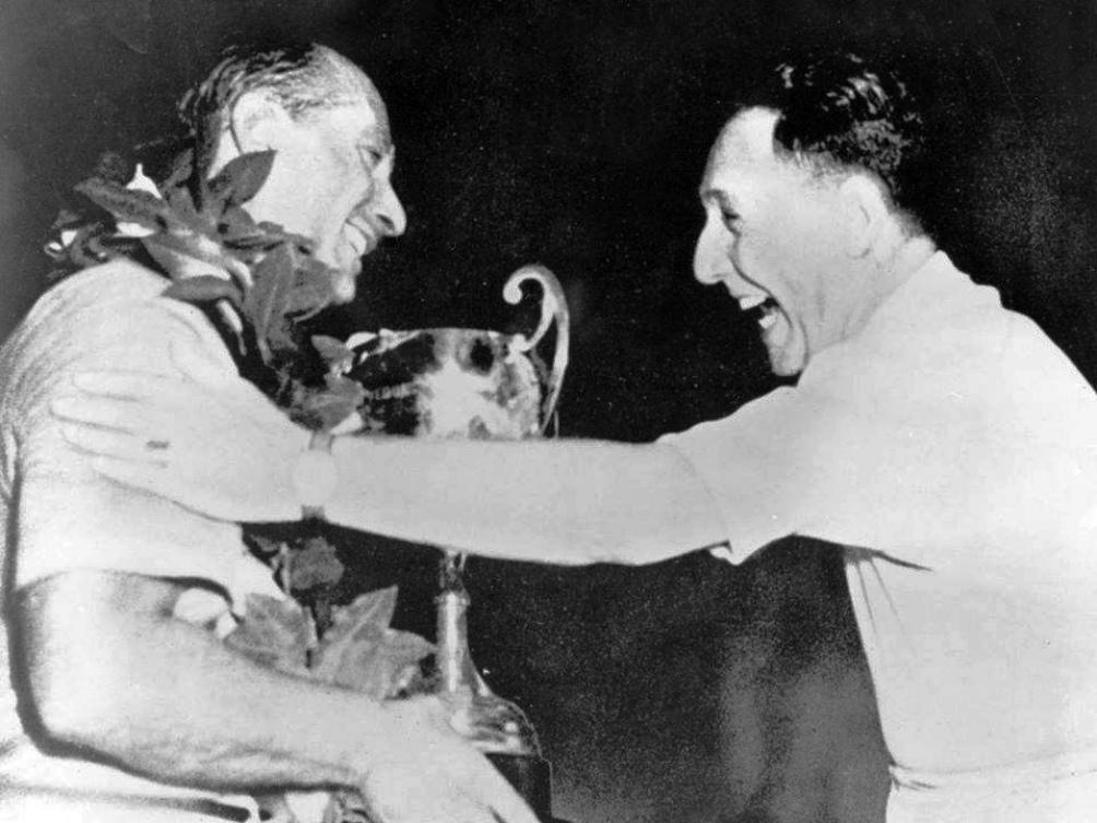 A su regreso de la gira europea de 1949, Fangio fue recibido por Perón y Evita en la Casa de Gobierno.