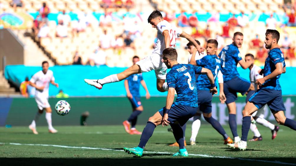 España goleó a un flojo Eslovaquia y se metió en los octavos de final