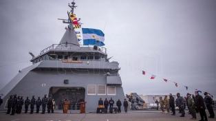 Rossi encabezó una revista naval por el arribo del patrullero ARA Piedrabuena