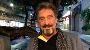 El creador del antivirus McAfee murió en una cárcel española; se presume un suicidio