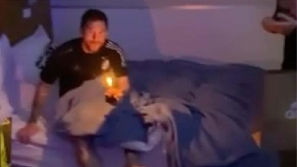 Con regalos y una velita, sus compañeros despertaron a Messi en su cumpleaños