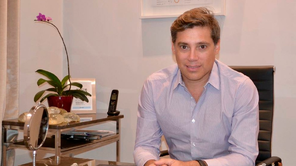 El doctor Andrés Galfrascoli, su pareja y su pequeña hija se encuentran desaparecidos.