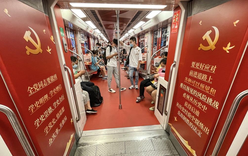 Las calles de China se preparan para celebrar los 100 años del Partido Comunista Chino (PCCh), tras un año y medio del descubrimiento del primer caso de coronavirus.