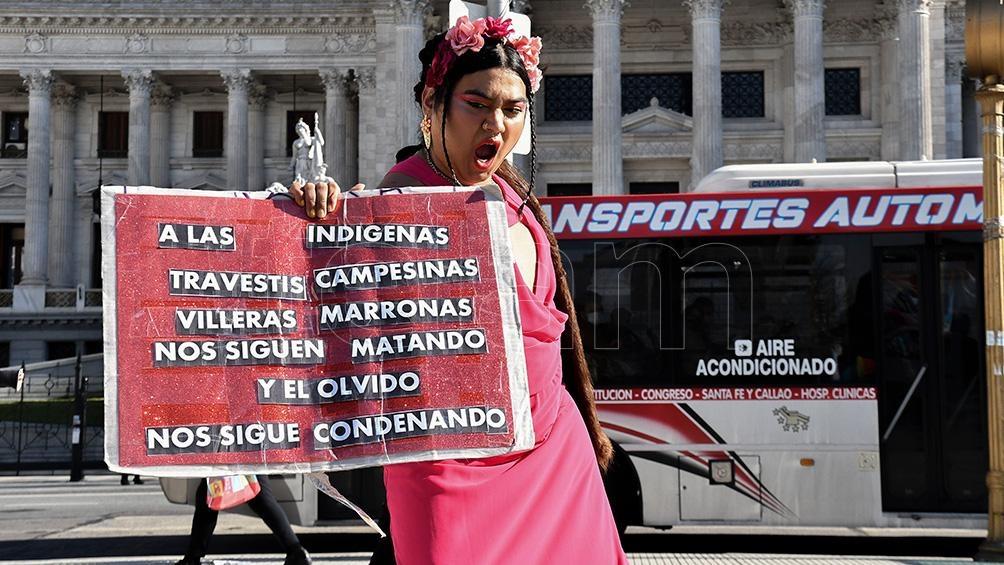 Pañuelazo de organizaciones travestis trans para acompañar la sesión de cupo laboral