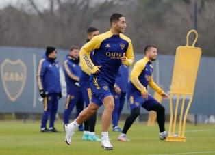 Battaglia hizo práctica de fútbol y Almendra no participó por precaución