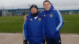 Mientras Riquelme espera por refuerzos, Russo armó la primera práctica de fútbol