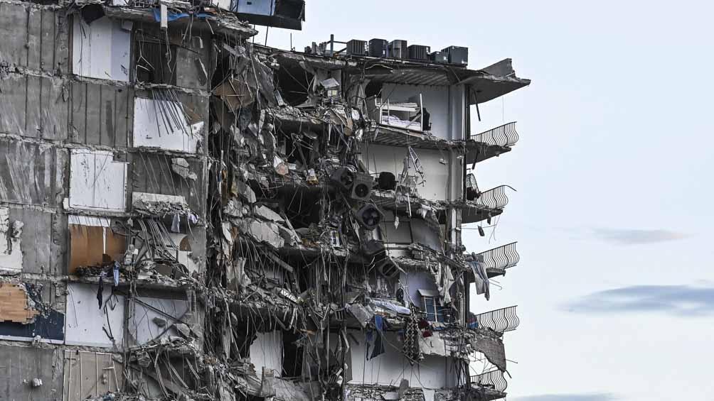 El edificio se desplomó y hay 99 desaparecidos.