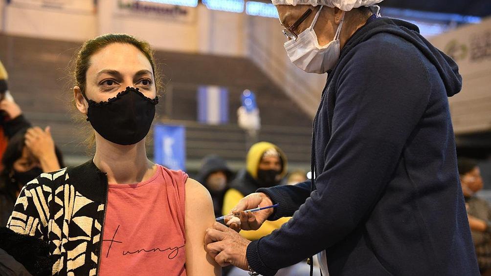 Quirós sostuvo que hay que postergar lo más que se pueda el arribo de esa tercera ola para poder vacunar a la mayor cantidad de personas.