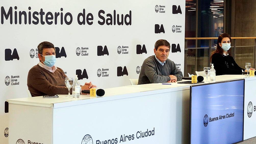 """Sobre la curva de contagios en el distrito, Quirós señaló que """"continúa la tendencia a la baja""""."""
