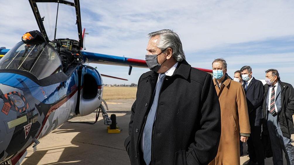 Fernández encabezó la entrega de un avión Pampa III a la Fuerza Aéreaen en la Fábrica Argentina de Aviones en Córdoba.