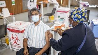 """Sudáfrica anticipa """"semanas críticas"""" para alcanzar un consenso sobre las patentes de las vacunas"""