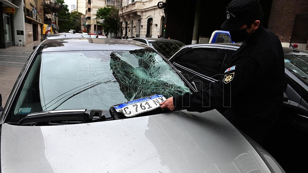 Denis Rodríguez chocó con su auto y lesionó a un policía