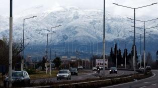 Una copiosa nevada en Mendoza provocó el cierre de rutas y de pasos fronterizos