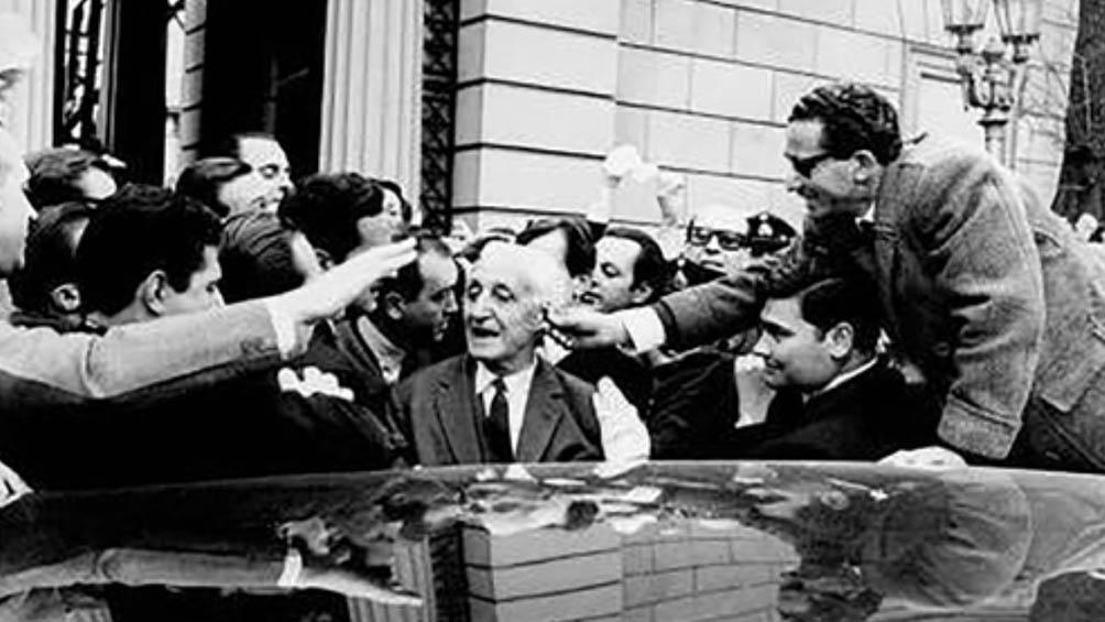 Fue senador provincial, vicegobernador de Córdoba y en 1948 resultó electo diputado nacional