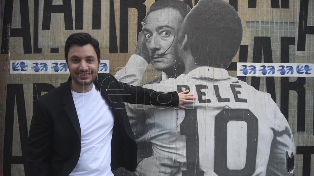 """""""Mi abuelo, dice Leandro, fue una persona que, además de la honestidad y la transparencia, se convirtió en un estadista con todas las letras. Le dedicó su vida al pueblo argentino""""."""