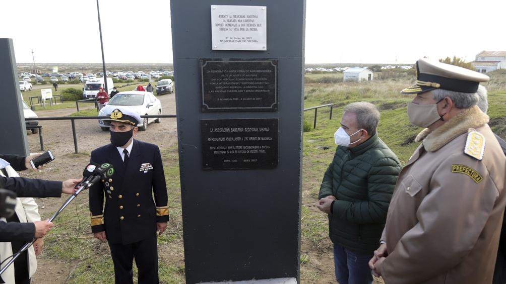 """El jefe comunal local agradeció la visita del navío, """"por esta pequeña modificación de su ruta habitual para que rionegrinas y rionegrinos podamos ver a la Fragata Libertad """"."""