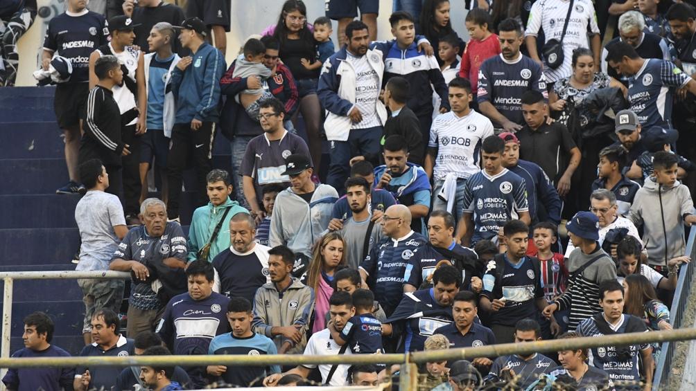 La hinchada de Independiente Rivadavia durante un partido (foto archivo).
