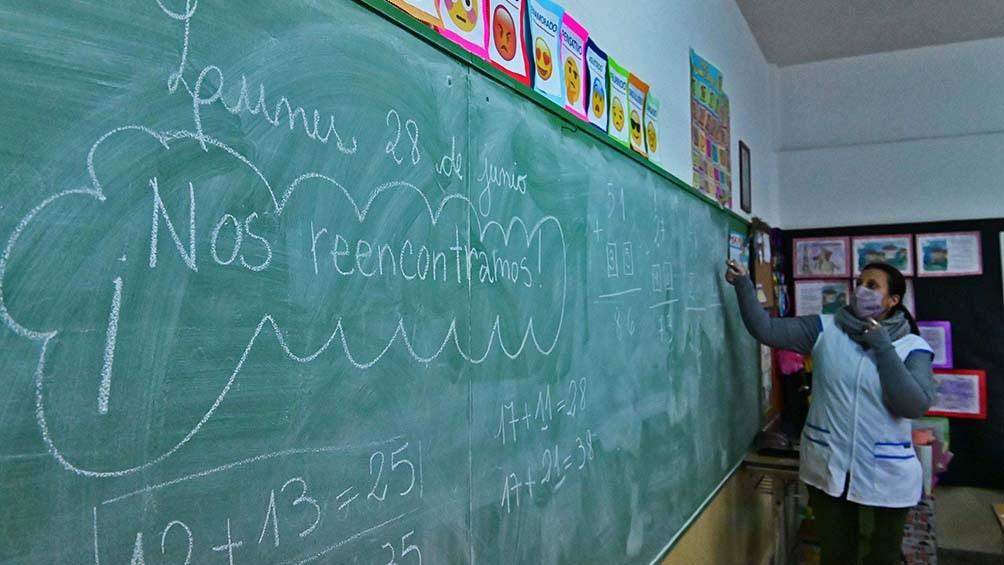 """El reclamo incluía un """"frazadazo"""" (que fue suspendido por razones climáticas) en reclamo, por la falta de calefacción en escuelas."""