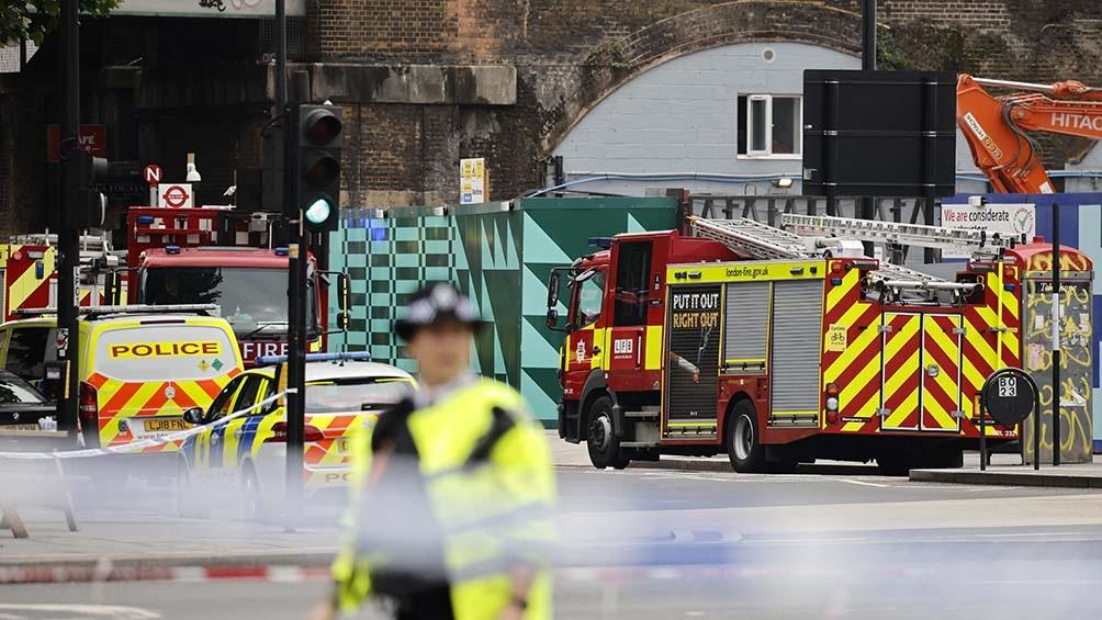 las autoridades han pedido a los vecinos que permanezcan en sus casas y cierren las ventanas por el intenso humo.