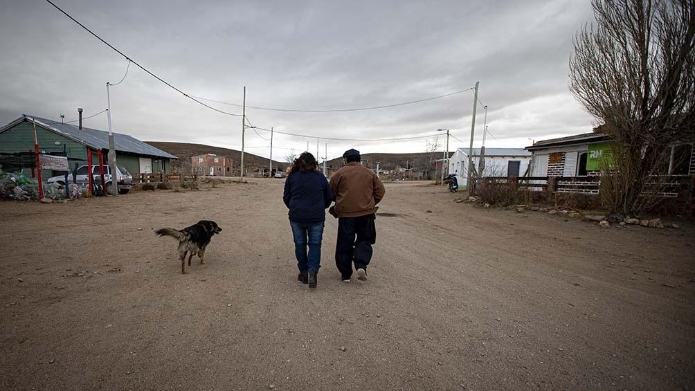 el equipo vacunatorio primero debió trasladarse por la Ruta Nacional 23 hasta la localidad de Onelli, para tomar un camino vecinal hasta el puesto Anecón.