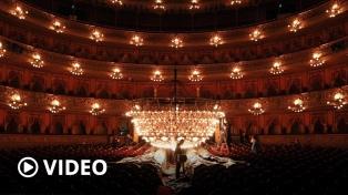 Se realizó la limpieza y mantenimiento de la histórica araña del Teatro Colón