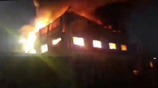 Se incendió una cooperativa cartonera de Bernal