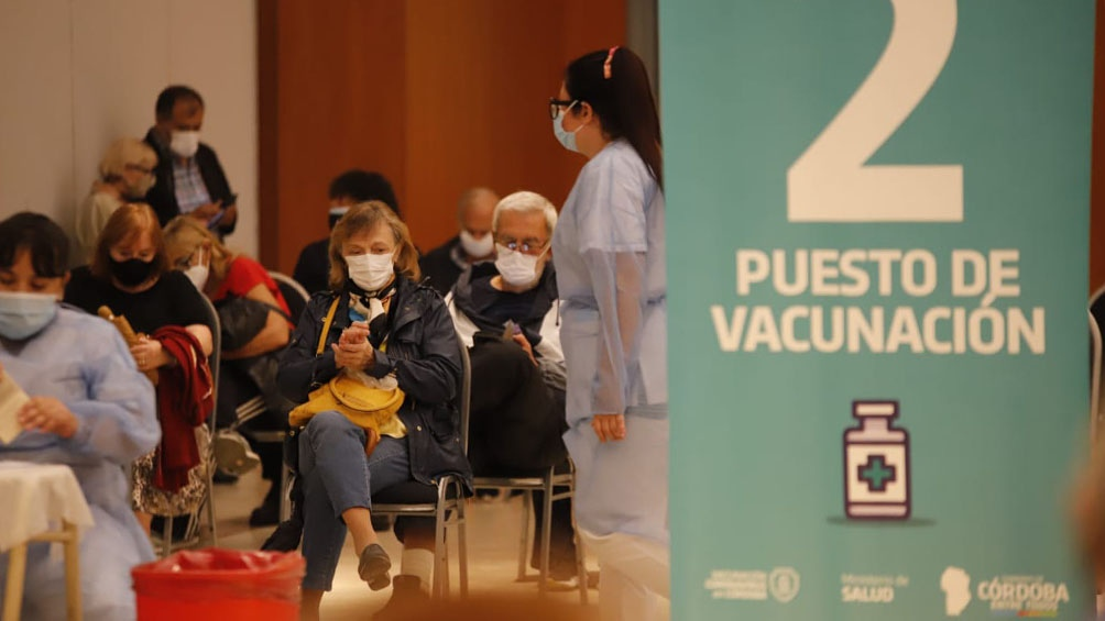 En Córdoba se aplicaron 2.114.471 dosis desde diciembre, mientras casi 400.000 personas ya tienen las dos dosis.