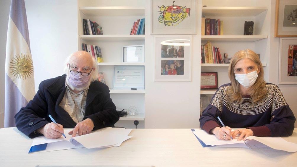 Firma de convenio entre Télam y la Biblioteca Nacional. crédito: Florencia Downes