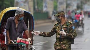 Por la variante Delta, Bangladesh entró en confinamiento e Indonesia anunció restricciones