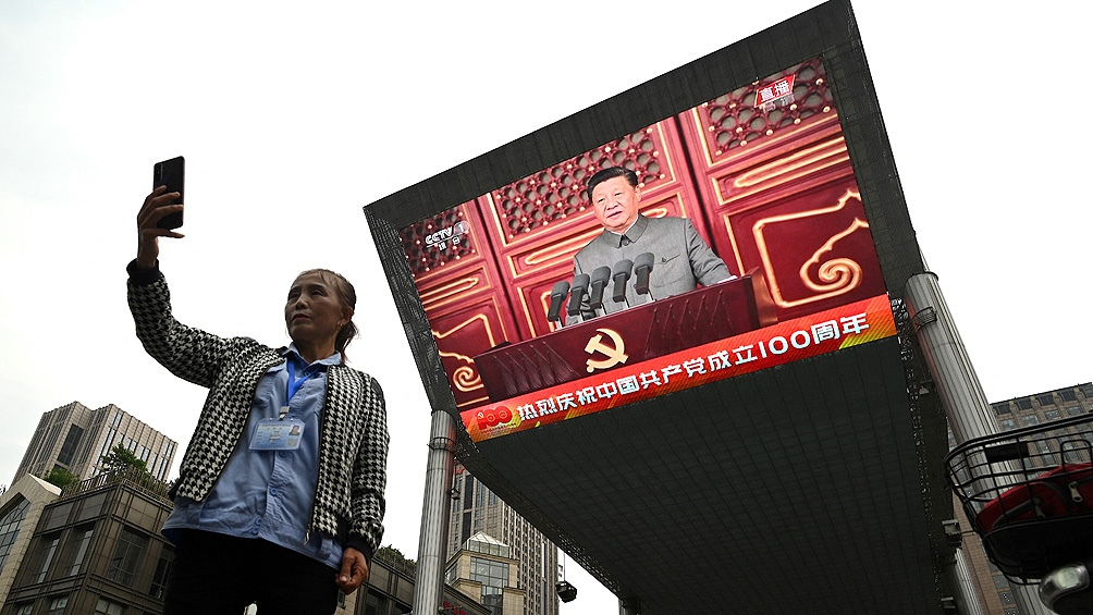 El hito más importante de ese ascenso constante fue el reciente anuncio del actual presidente Xi Jinping de la eliminación de la pobreza extrema en todo el territorio