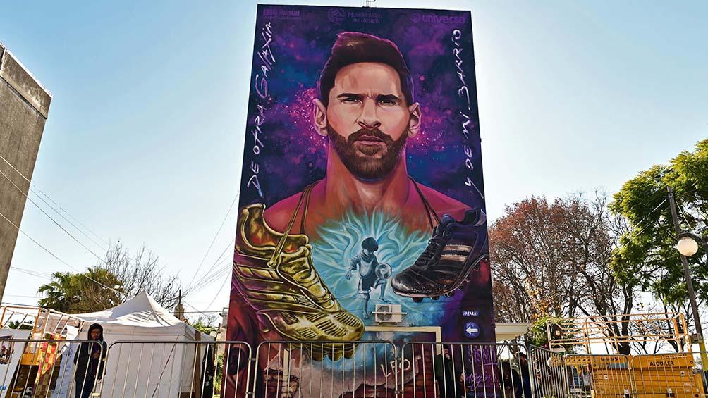 Inauguran un mural de Messi frente a su escuela en Rosario