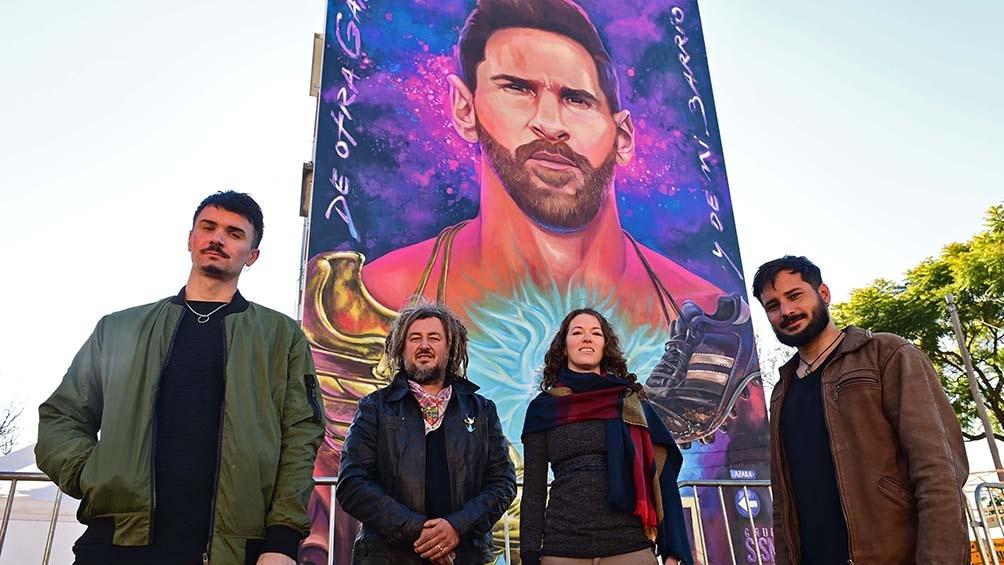 Los artistas del mural de Messi.